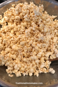 Movie nights call for some munchie snacks. Looking for something other than chips and salsa? Serve up healthy homemade caramel popcorn for your family!