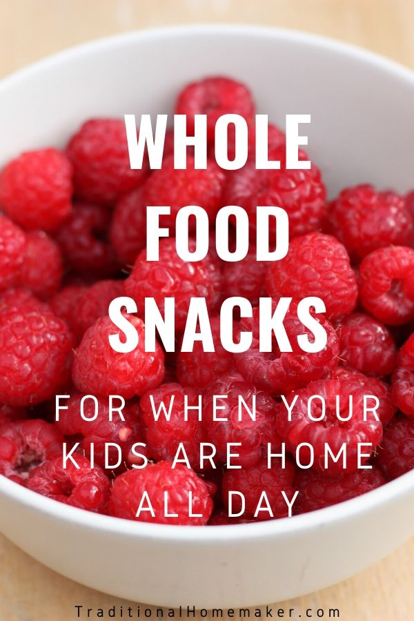 Keep feeding your kids' brains with nourishing food as they begin the school year. Try these back to school real food snacks for hungry student tummies.